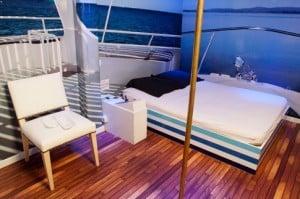Dans le love hotel à l'heure du private club 88, on trouve par exemple cette chambre d'inspiration marine