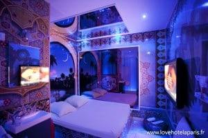 A l'origine, les love hôtel à l'heure étaient équipés de chambre à thème pour développer l'imaginaire érotique