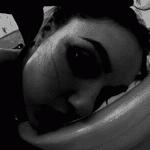 Gif de Sasha Grey nettoyant les WC à sa façon