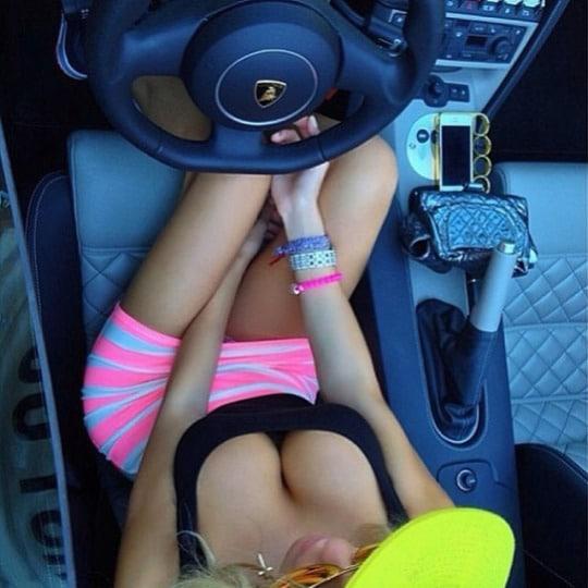 fille nue sexy sexe en voiture