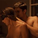 Gif sexy de Charisma Carpenter topless dans Bound