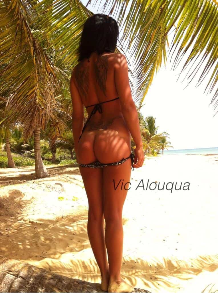 victoria alouqua exhib sur la plage