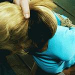 Une suceuse prend une gorge profonde BDSM en gif