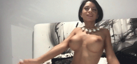 camgirl danse topless (1)