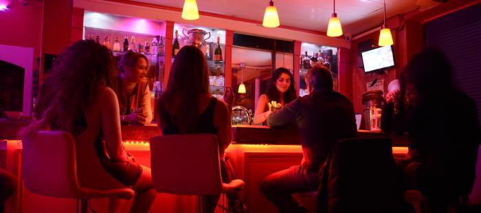 Les bars à hôtesse : Arnaque ou pas ?