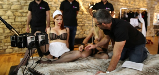 Le tournage d'un film porno VR nécessite de gros moyens.