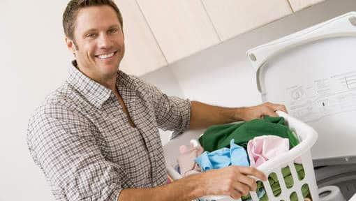 Pour une vie sexuelle heureuse, partagez les tâches ménagères au sein de votre couple