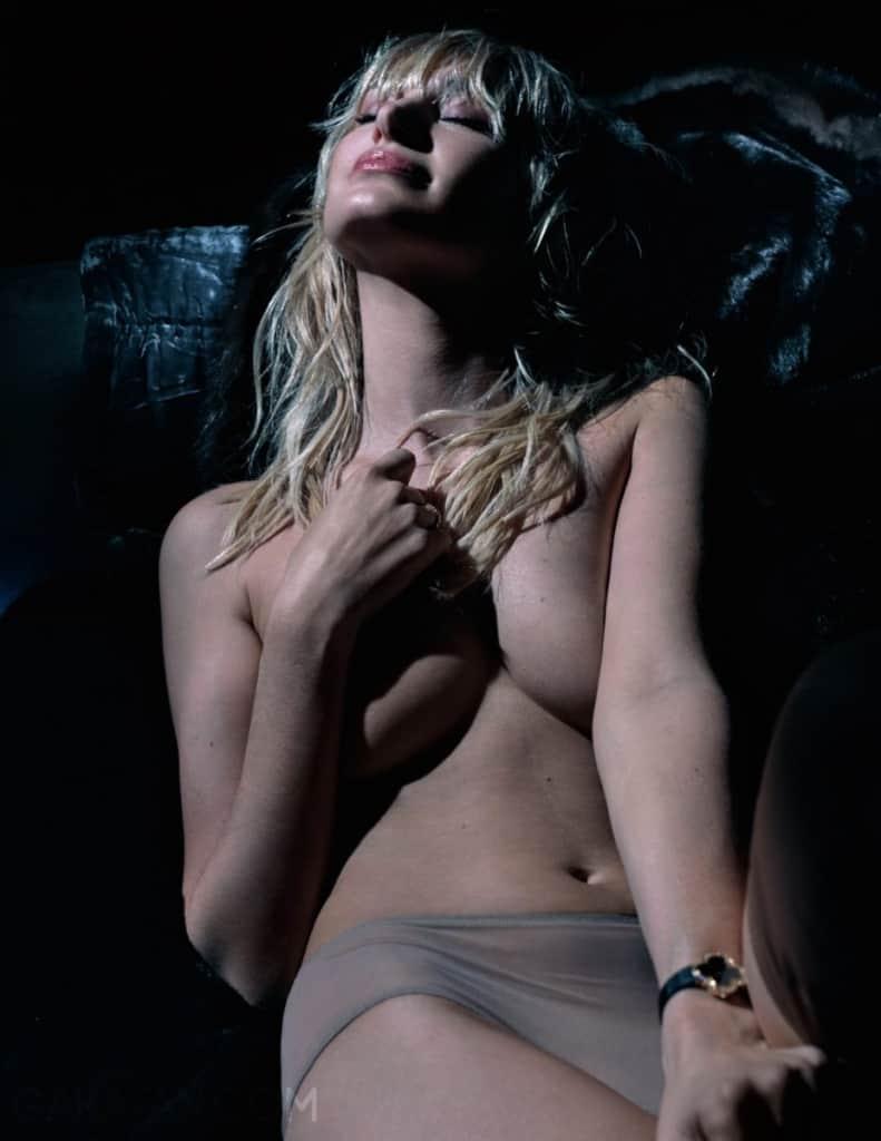pauline-lefevre-nue-dans-lui-magazine-3
