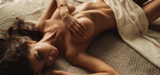 topless in bed handbra