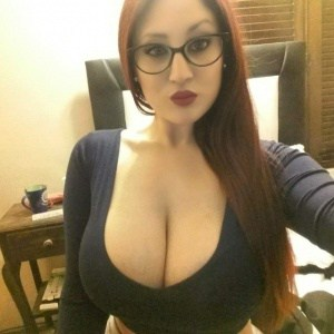 selfie-sexy-cleavage-7