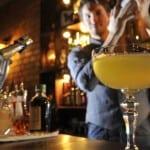 Offrir un verre à une fille : Pas toujours la bonne stratégie.