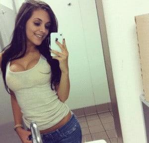 Pour vous mesdemoiselles qui cherchez l'amour sur un site de rencontres, le selfie c'est bien mais en entier c'est mieux.