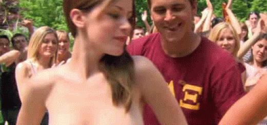 exhib topless étudiante gros seins
