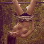 Photo d'une acrobate un peu exhib