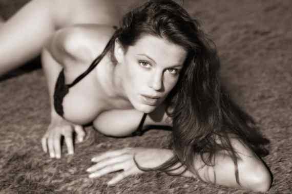Photos hot d'Estelle Desanges, la star du X des années 2000