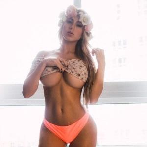 amatrice gros seins underboob