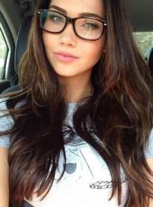 amatrice sexy à lunettes