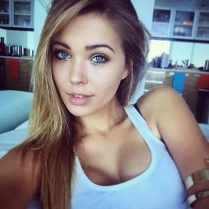 amatrice sexy yeux bleus