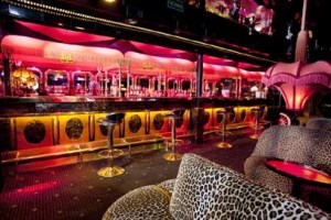 Le Memphis est le bar à cougar le plus connu de Paris
