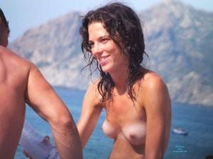monokini-topless-plage-1