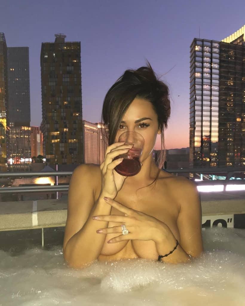 instagram sexy handbra
