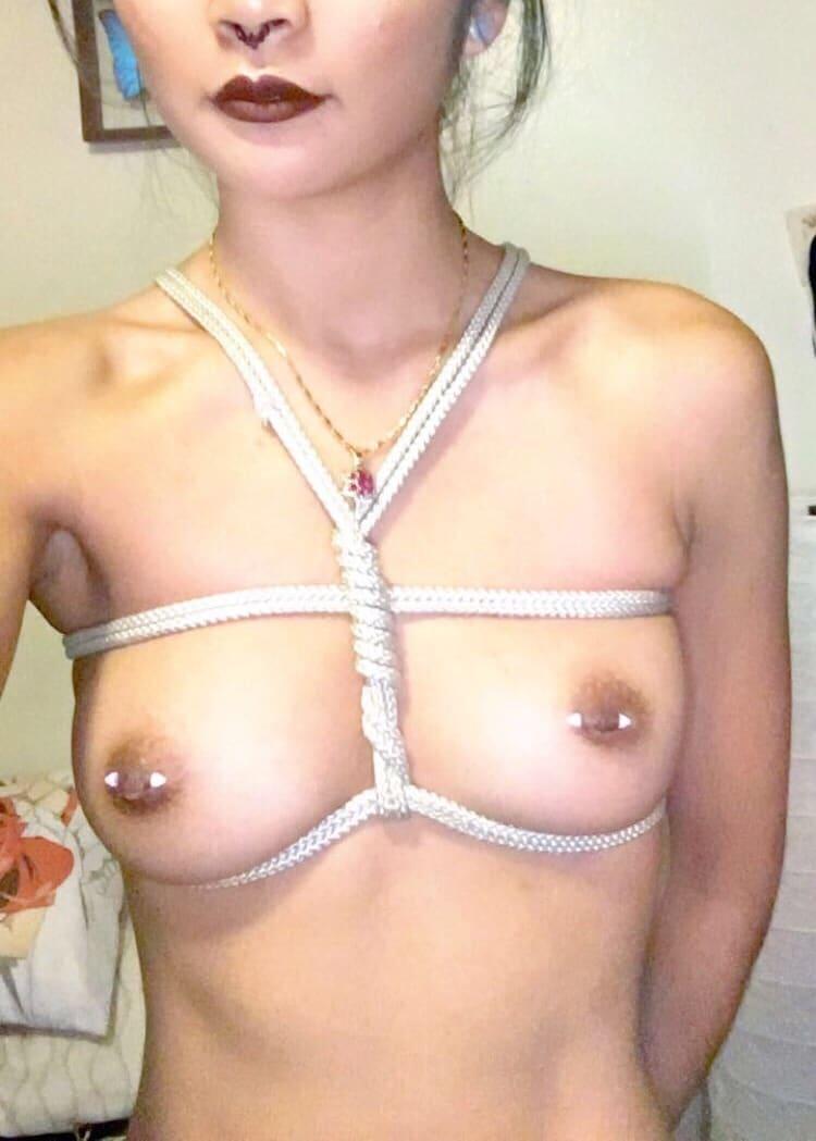 Tétons percés : Photos de filles sexy seins percés