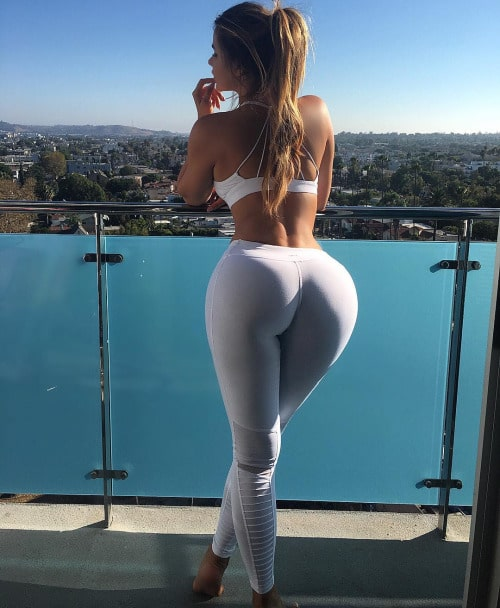 Photos de filles sexy en yoga pants