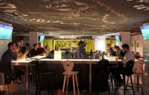 Trouver un plan cul dans un bar marseillais peut fonctionner mais reste difficile