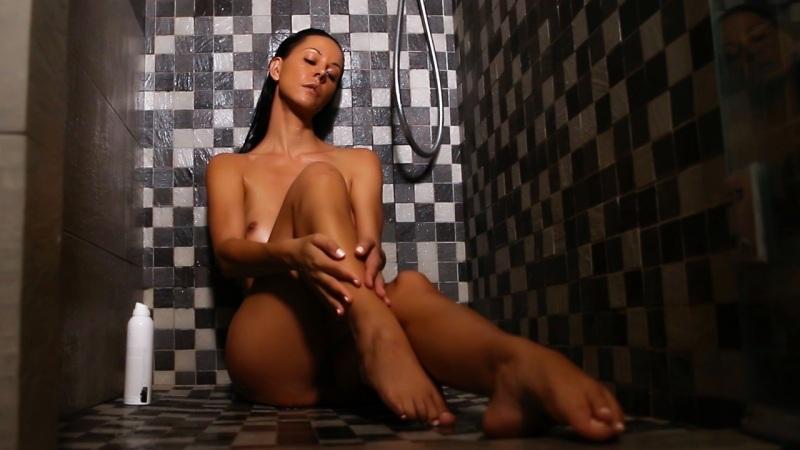 Laly Vallade Nue – Photos de l'ancienne star de Secret Story reconvertie dans le porno