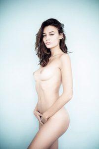 Lena Simonne Nue Topless 1